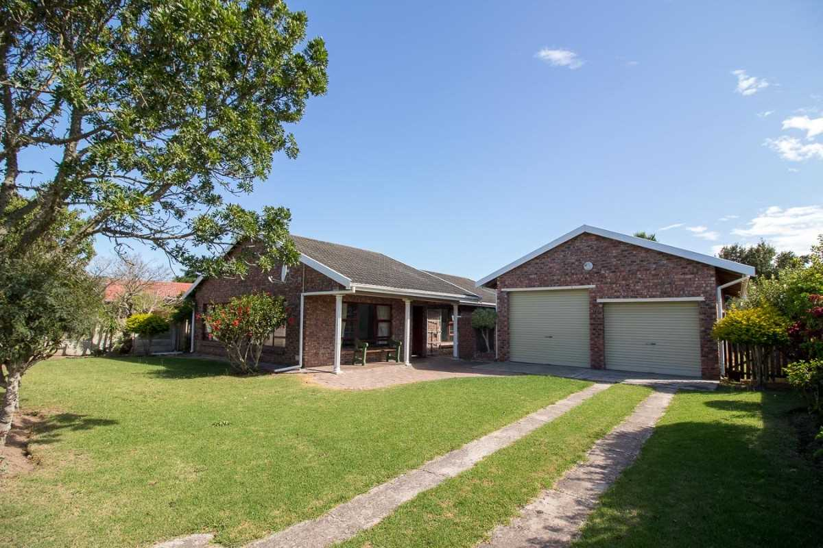 Three Bedroom Face-brick Home For Sale In Port Alfred