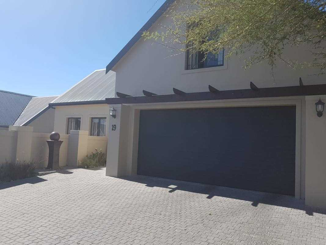 Modern 4 bedroom home in Gated Estate, Vierlanden
