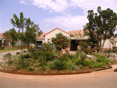 Property and Houses for sale in Hazeldean, Townhouse, 2 Bedrooms - ZAR 2,600,000