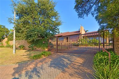 Roodepoort, Wilro Park Property  | Houses For Sale Wilro Park, Wilro Park, House 5 bedrooms property for sale Price:1,650,000