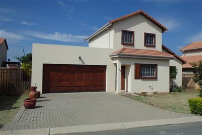 Rustenburg, Waterkloof East Property    Houses To Rent Waterkloof East, Waterkloof East, Townhouse 3 bedrooms property to rent Price:,  9,00*