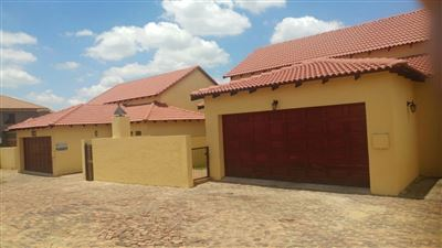 Property and Houses for sale in Thatchfield Gardens, House, 6 Bedrooms - ZAR 2,690,000