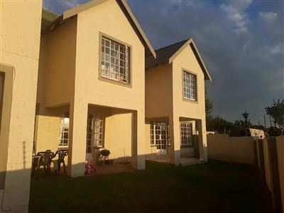 Townhouse for sale in Bassonia Rock
