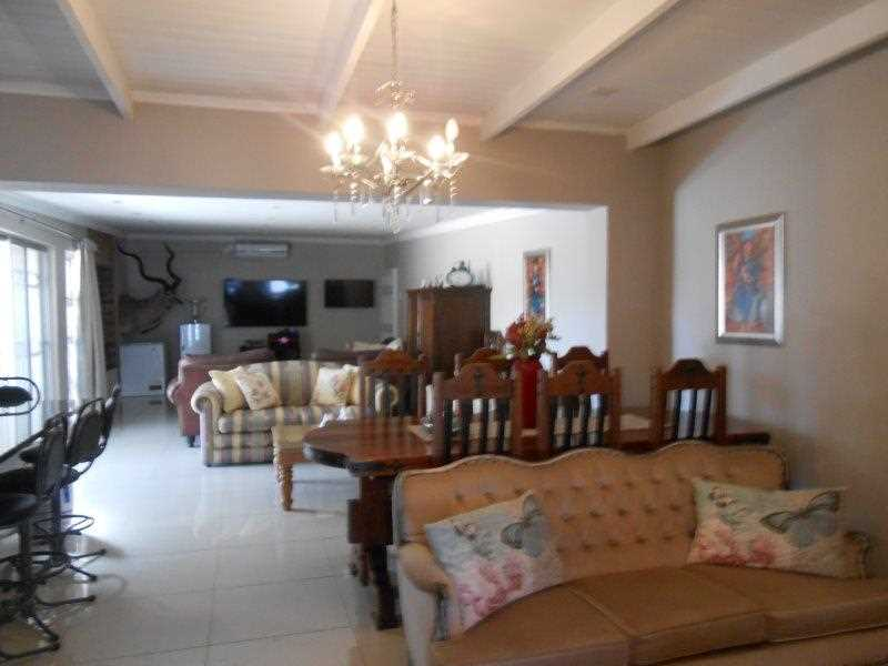 3 Bedroom house with 2 Flats Windsor Park Kraaifontein