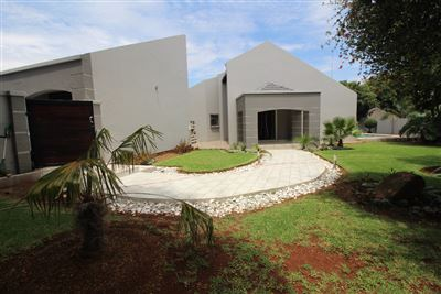Property and Houses for sale in Garsfontein, House, 3 Bedrooms - ZAR 1,900,000