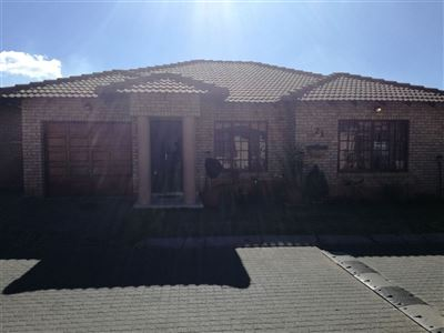 Alberton, New Market Property  | Houses For Sale New Market, New Market, Townhouse 3 bedrooms property for sale Price:1,380,000