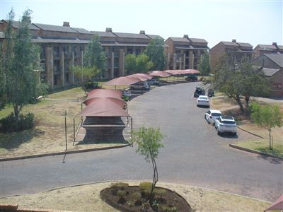Property and Houses for sale in Karenpark And Ext, House, 1 Bedrooms - ZAR 285,000