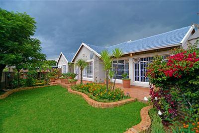 Krugersdorp, Breaunanda Property  | Houses For Sale Breaunanda, Breaunanda, House 6 bedrooms property for sale Price:1,700,000