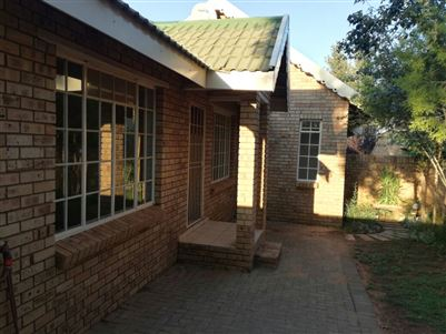 Bloemfontein, Heuwelsig Property  | Houses For Sale Heuwelsig, Heuwelsig, Townhouse 2 bedrooms property for sale Price:920,000