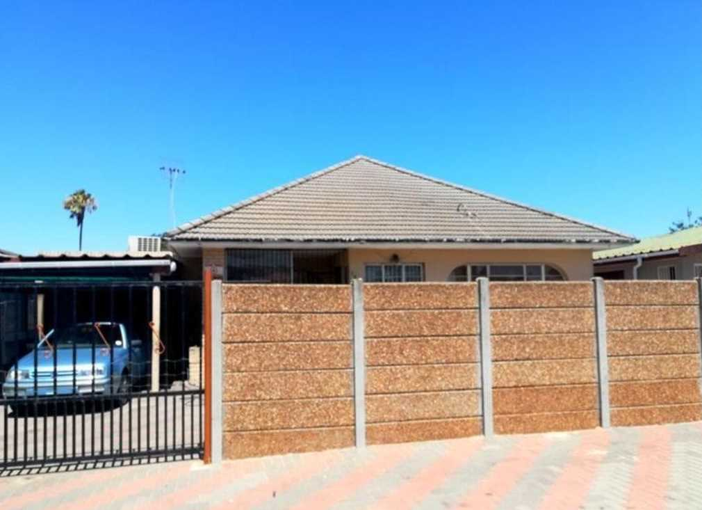 3 Bedroom House with Pool - Peerless Park East, Kraaifontein