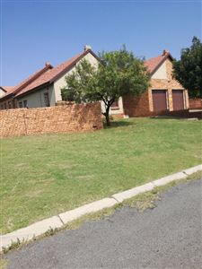 Property and Houses for sale in Model Park Xx Ext, Townhouse, 3 Bedrooms - ZAR 1,055,000