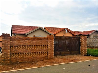 Roodepoort, Fleurhof Property  | Houses For Sale Fleurhof, Fleurhof, House 2 bedrooms property for sale Price:580,000