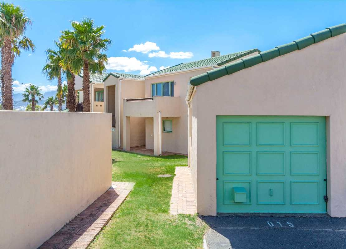Picture Perfect in Greenways Golf Estate, Somerset West