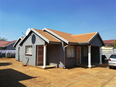 Property and Houses for sale in Soshanguve South, House, 3 Bedrooms - ZAR 620,000