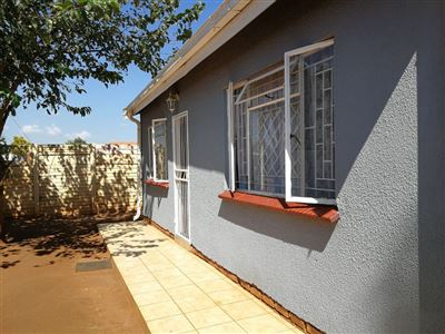 Property and Houses for sale in Soshanguve South, House, 3 Bedrooms - ZAR 680,000