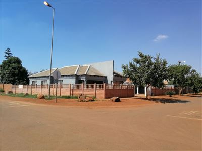 Property and Houses for sale in Soshanguve South, House, 8 Bedrooms - ZAR 2,000,000