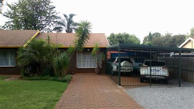 Centurion, Heuweloord Property  | Houses For Sale Heuweloord, Heuweloord, House 3 bedrooms property for sale Price:1,350,000