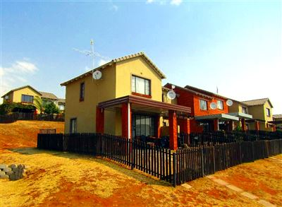 Bloemfontein, Bayswater Property  | Houses For Sale Bayswater, Bayswater, Townhouse 2 bedrooms property for sale Price:690,000