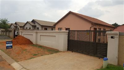 Property and Houses for sale in Roodekop, House, 2 Bedrooms - ZAR 550,000