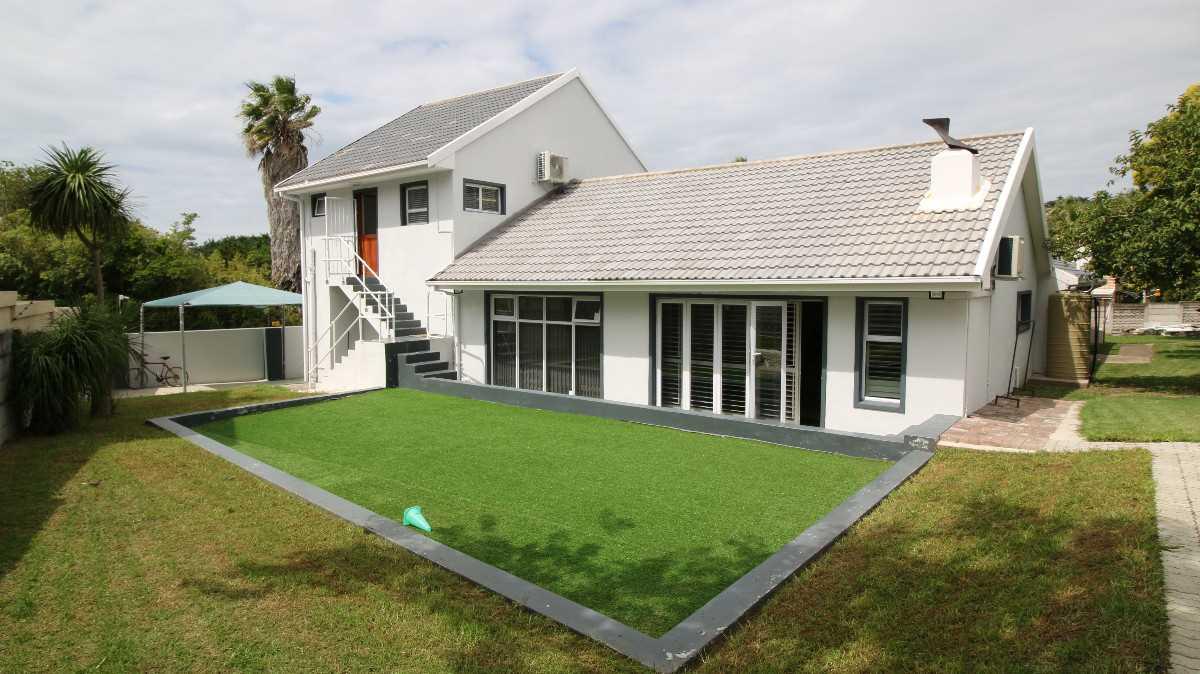 Beacon Bay Family Home