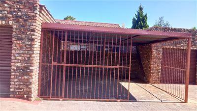 Bloemfontein, Pellissier Property    Houses For Sale Pellissier, Pellissier, House 2 bedrooms property for sale Price:700,000