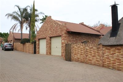 Bloemfontein, Langenhovenpark Property  | Houses For Sale Langenhovenpark, Langenhovenpark, Townhouse 2 bedrooms property for sale Price:820,000
