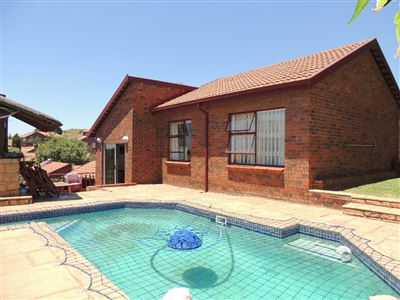 Roodepoort, Wilro Park Property  | Houses For Sale Wilro Park, Wilro Park, Cluster 3 bedrooms property for sale Price:1,165,000