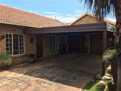 Property and Houses for sale in Thatchfield Glen, House, 3 Bedrooms - ZAR 1,465,000