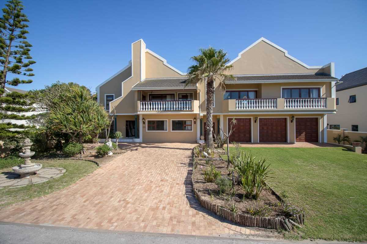 Six bedroom house in Port Alfred Marina
