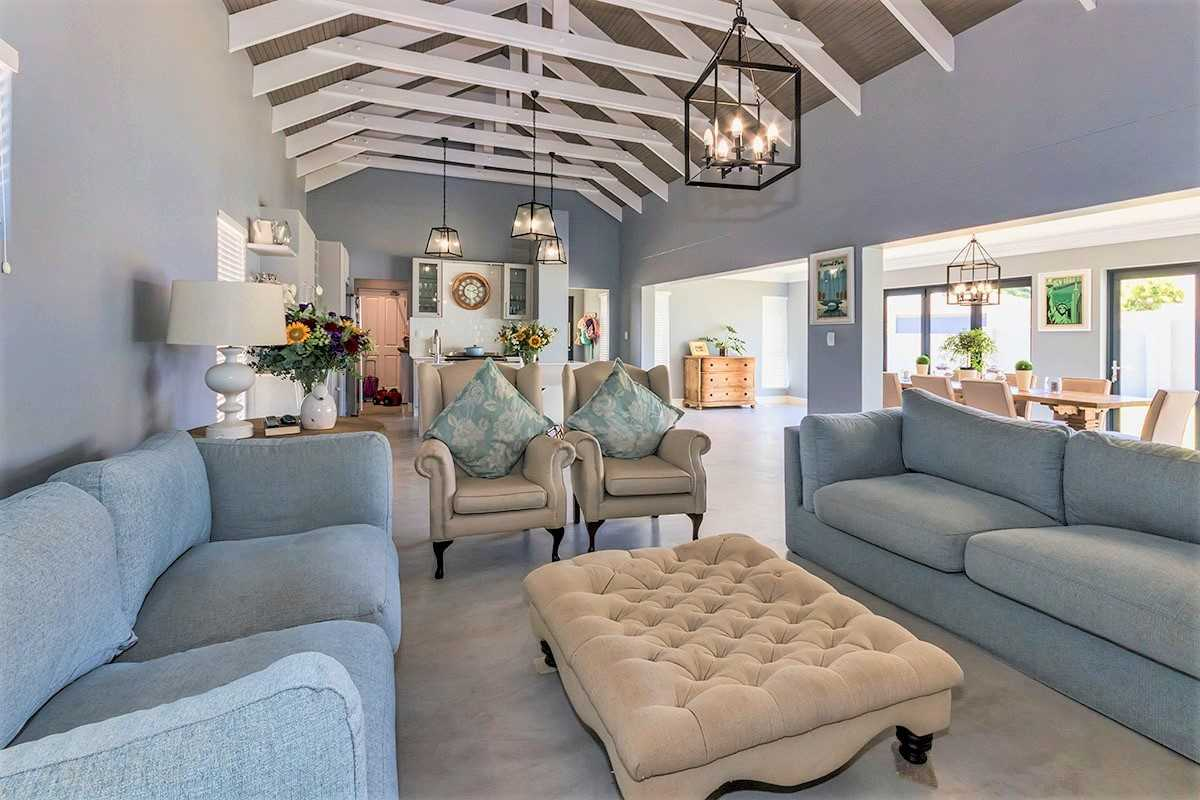 New Spacious and Luxurious Family Home in Somerset West