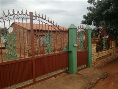 Property and Houses for sale in Soshanguve South, House, 2 Bedrooms - ZAR 250,000