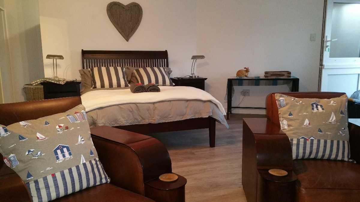 Open plan Bedroom, Lounge, dining room