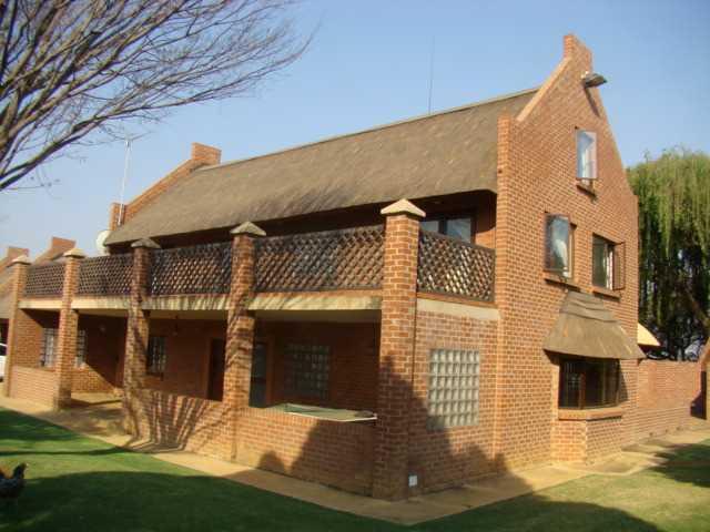 Big thatch in Grootfontein