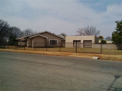 Parys property for sale. Ref No: 3219121. Picture no 4