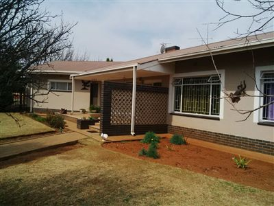 Parys property for sale. Ref No: 3219121. Picture no 2
