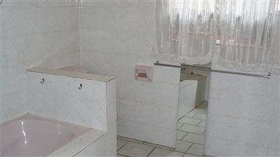 Parys property for sale. Ref No: 3226572. Picture no 17