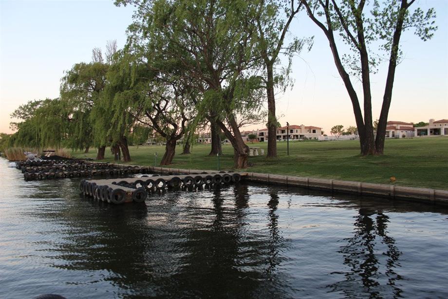 River view Club Milos