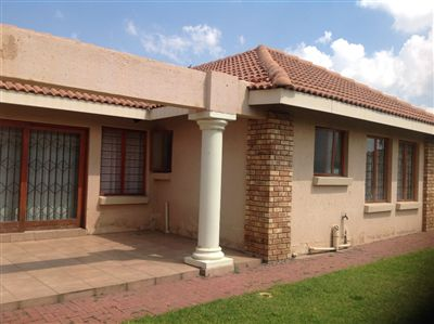 Property and Houses for sale in Reyno Ridge, House, 3 Bedrooms - ZAR 1,200,000