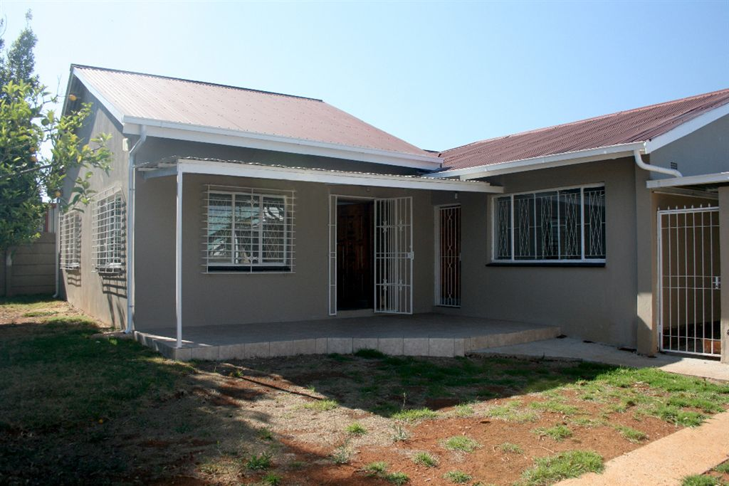 Neat, fully renovated 4 bedroom / 2 bathroom property with big lounge and dining room