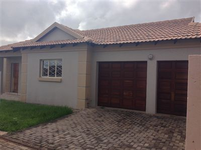 Witbank, Hoeveld Park Property    Houses For Sale Hoeveld Park, Hoeveld Park, Townhouse 3 bedrooms property for sale Price:907,000