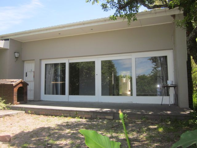 Lounge sliding doors leading out to verandah