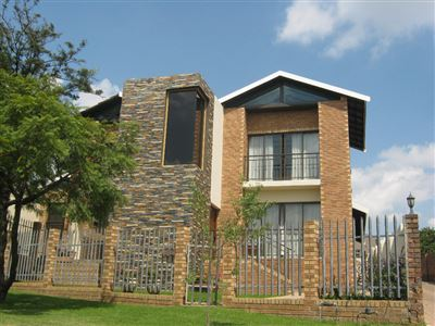 Property and Houses for sale in Die Heuwel And Ext, Cluster, 3 Bedrooms - ZAR 2,130,000