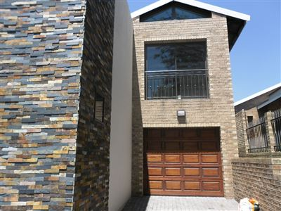 Property and Houses for sale in Die Heuwel And Ext, Cluster, 3 Bedrooms - ZAR 1,700,000