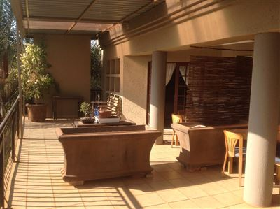 Property and Houses for sale in Kameeldrift East, House, 8 Bedrooms - ZAR 6,432,000