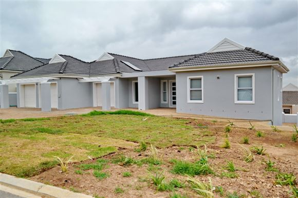 Stunning Views! Brand New Family Home - Zevenwacht