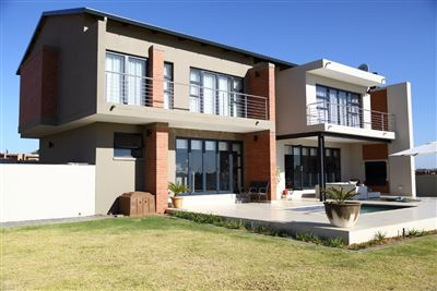 Property and Houses for sale in Copperleaf Estate, House, 3 Bedrooms - ZAR 4,700,000