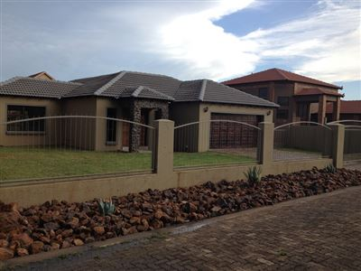 Property and Houses for sale in Reyno Ridge And Ext, House, 3 Bedrooms - ZAR 1,610,000