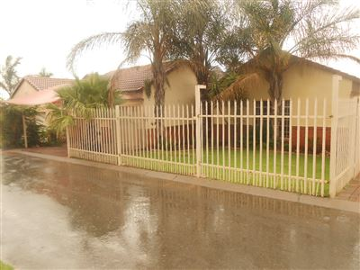 Property and Houses for sale in Reyno Ridge And Ext, Townhouse, 3 Bedrooms - ZAR 1,080,000