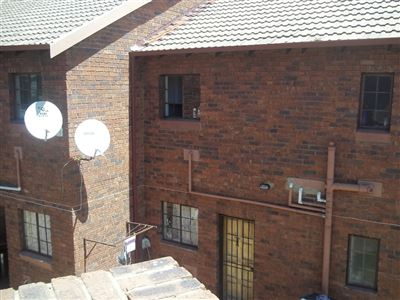 South Crest property for sale. Ref No: 13397107. Picture no 1