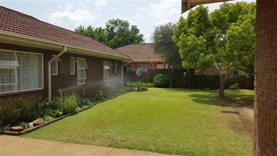 Parys property for sale. Ref No: 13381024. Picture no 2